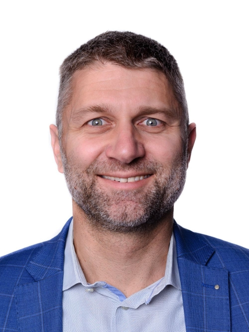 Adrian Kienast, Sekretär/in
